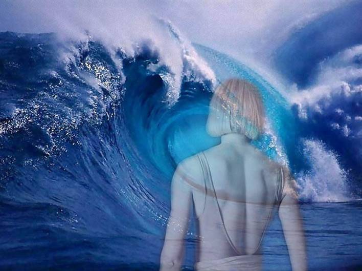 Have you ever faced a tsunami or giant tidal wave in a dream? (Yes, it's me in the picture.)